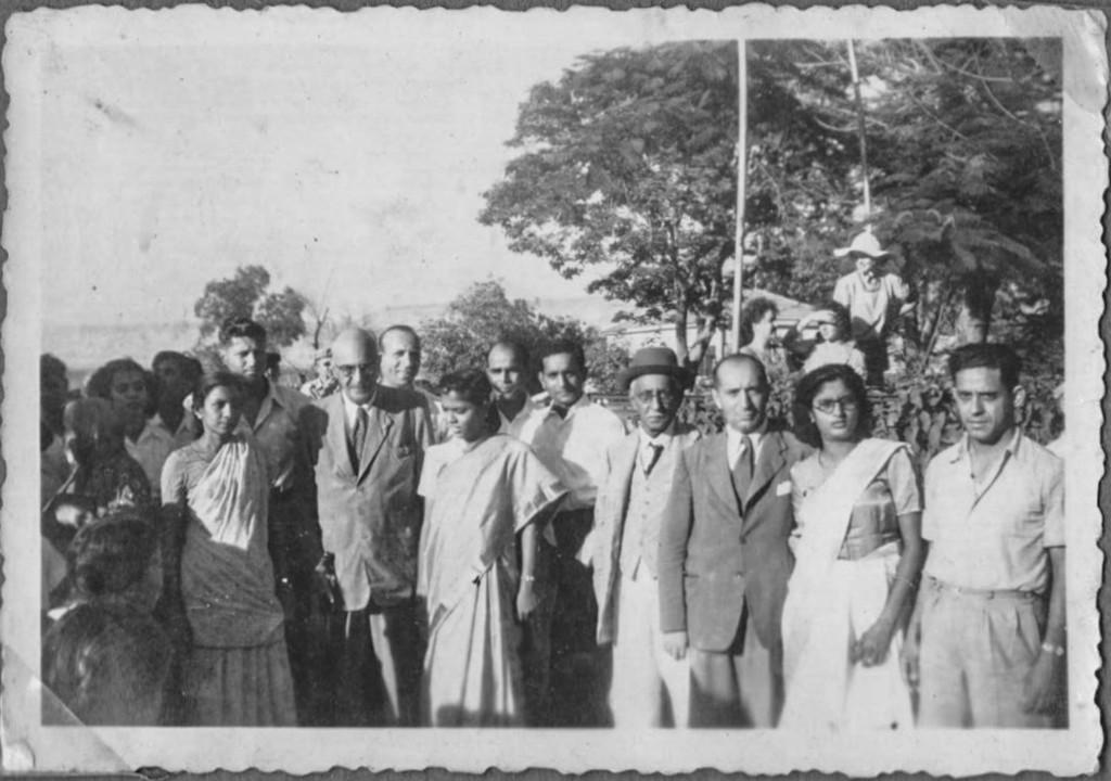 В ноябре 1951 года первые 30 семей маратхских евреев съехались в Тель-Авив и расселись перед главным зданием Еврейского агентства.